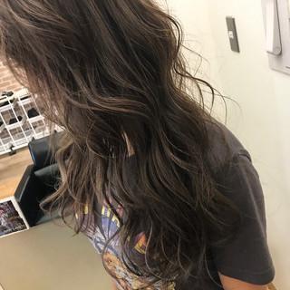 ロング ハイライト エフォートレス 大人かわいい ヘアスタイルや髪型の写真・画像 ヘアスタイルや髪型の写真・画像