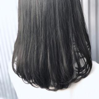 セミロング ナチュラル ストレート グレージュ ヘアスタイルや髪型の写真・画像