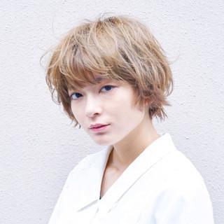 ハイトーンボブ モード ハイトーンカラー ホワイトグレージュ ヘアスタイルや髪型の写真・画像