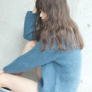 外国人風カラー ハイライト リラックス アンニュイ ヘアスタイルや髪型の写真・画像