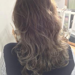 グラデーションカラー アッシュ ハイライト セミロング ヘアスタイルや髪型の写真・画像