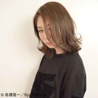 ウェットヘア 外国人風 ナチュラル アッシュ ヘアスタイルや髪型の写真・画像 ヘアスタイルや髪型の写真・画像