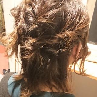 簡単ヘアアレンジ パーティー フェミニン ウルフカット ヘアスタイルや髪型の写真・画像