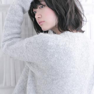 暗髪 ミディアム ニュアンス アッシュ ヘアスタイルや髪型の写真・画像