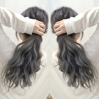 バレイヤージュ フェミニン グラデーションカラー アッシュグレー ヘアスタイルや髪型の写真・画像