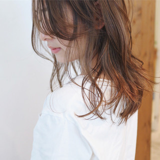 ブリーチ ブリーチカラー セミロング ナチュラル ヘアスタイルや髪型の写真・画像