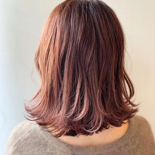 ピンクブラウン 切りっぱなしボブ ピンクアッシュ フェミニン ヘアスタイルや髪型の写真・画像