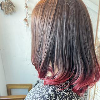 ミディアム 切りっぱなしボブ グラデーションカラー ナチュラル ヘアスタイルや髪型の写真・画像