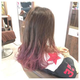 外国人風 セミロング グレージュ グラデーションカラー ヘアスタイルや髪型の写真・画像
