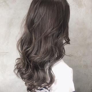 ナチュラル ヘアアレンジ アッシュグレージュ ミルクティーグレージュ ヘアスタイルや髪型の写真・画像