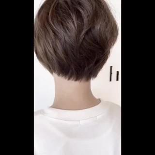 フェミニン アッシュ 透明感カラー カーキアッシュ ヘアスタイルや髪型の写真・画像