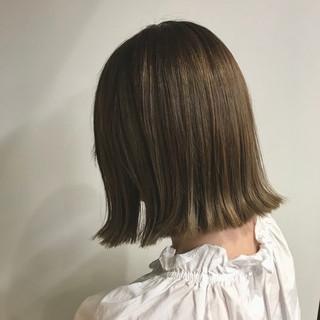 バレイヤージュ 色気 ベージュ ブラントカット ヘアスタイルや髪型の写真・画像