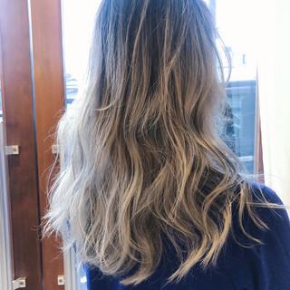 ハイトーンカラー アンニュイほつれヘア グラデーションカラー ホワイトカラー ヘアスタイルや髪型の写真・画像