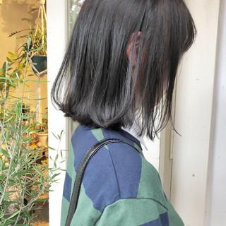 ダークグレー ボブ グレージュ 外ハネ ヘアスタイルや髪型の写真・画像