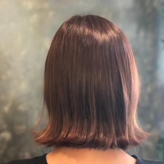 セミロング ピンクベージュ 切りっぱなしボブ ピンク ヘアスタイルや髪型の写真・画像