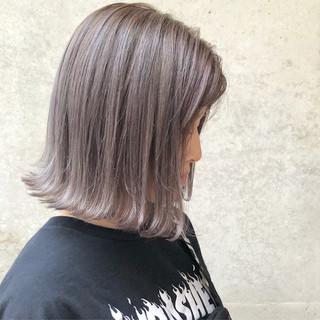 グレージュ ストリート シルバーアッシュ ボブ ヘアスタイルや髪型の写真・画像