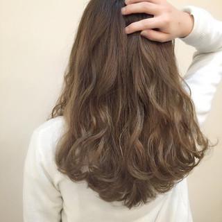ゆるふわ アッシュ セミロング コンサバ ヘアスタイルや髪型の写真・画像