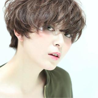 外国人風 ストレート アッシュ ナチュラル ヘアスタイルや髪型の写真・画像 ヘアスタイルや髪型の写真・画像