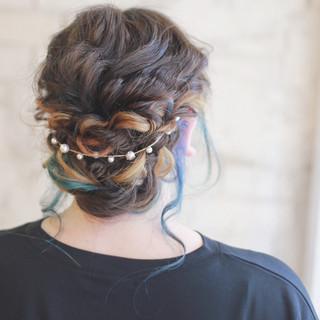 ハイライト くせ毛風 ヘアアレンジ 外国人風 ヘアスタイルや髪型の写真・画像