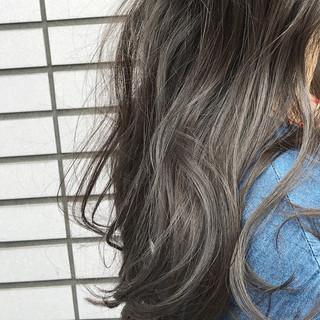 ハイライト くせ毛風 アッシュ ナチュラル ヘアスタイルや髪型の写真・画像 ヘアスタイルや髪型の写真・画像