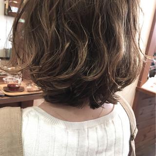 パーマ 無造作 ボブ ウェーブ ヘアスタイルや髪型の写真・画像