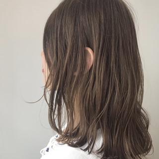極細ハイライト ミディアム ナチュラル 大人可愛い ヘアスタイルや髪型の写真・画像