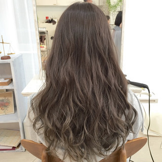 外国人風 アッシュ ロング ガーリー ヘアスタイルや髪型の写真・画像 ヘアスタイルや髪型の写真・画像