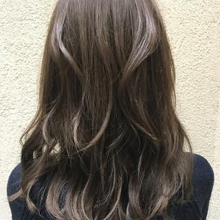 アッシュグレージュ くせ毛風 パーマ アンニュイ ヘアスタイルや髪型の写真・画像