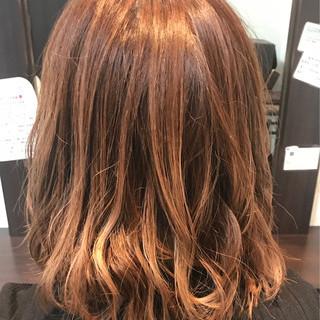 イルミナカラー 巻き髪 アプリコットオレンジ フェミニン ヘアスタイルや髪型の写真・画像