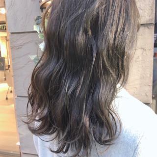 ミルクティーベージュ ツヤ髪 伸ばしかけ ナチュラル ヘアスタイルや髪型の写真・画像