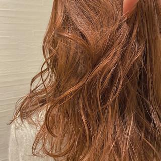 ミディアム シアー オレンジカラー オレンジベージュ ヘアスタイルや髪型の写真・画像