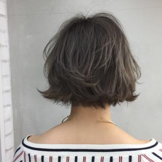 ガーリー 外ハネ 外国人風 アッシュベージュ ヘアスタイルや髪型の写真・画像