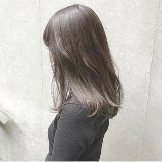 グレージュ オリージュ マットグレージュ セミロング ヘアスタイルや髪型の写真・画像