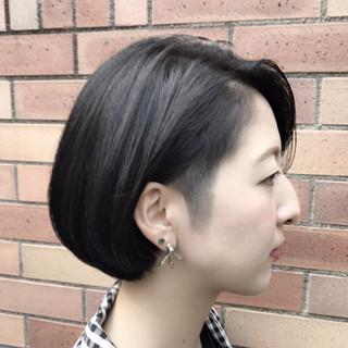 刈り上げ 大人女子 ショート ブルーブラック ヘアスタイルや髪型の写真・画像