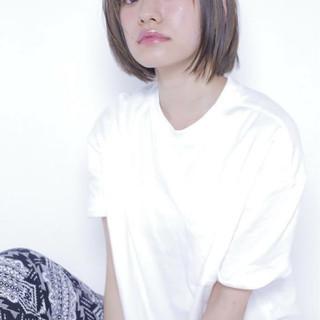 アッシュ ナチュラル 前髪あり 切りっぱなし ヘアスタイルや髪型の写真・画像