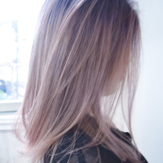 フェミニン バレイヤージュ ピンク ピンクアッシュ ヘアスタイルや髪型の写真・画像
