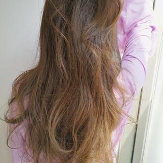 ウェーブ ヘアアレンジ ロング グレージュ ヘアスタイルや髪型の写真・画像