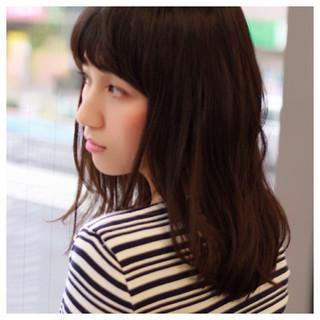 レイヤーカット 大人かわいい 暗髪 セミロング ヘアスタイルや髪型の写真・画像