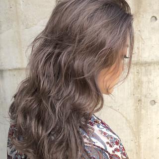 ラベンダーアッシュ グレージュ ロング ストリート ヘアスタイルや髪型の写真・画像