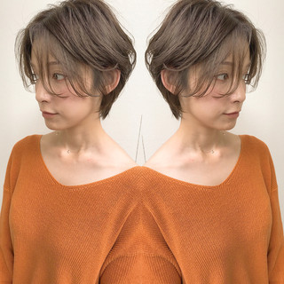 ナチュラル ショート センターパート 大人かわいい ヘアスタイルや髪型の写真・画像 ヘアスタイルや髪型の写真・画像