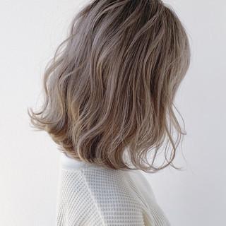 ボブ ホワイトカラー フェミニン ホワイトベージュ ヘアスタイルや髪型の写真・画像