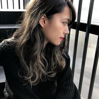 グラデーションカラー エアータッチ ハイライト ミルクティーベージュ ヘアスタイルや髪型の写真・画像