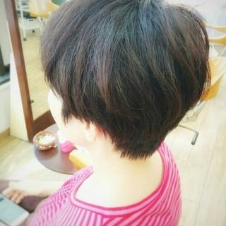 ショート 暗髪 大人かわいい ナチュラル ヘアスタイルや髪型の写真・画像