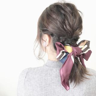 簡単ヘアアレンジ ヘアアクセ ミディアム 大人かわいい ヘアスタイルや髪型の写真・画像