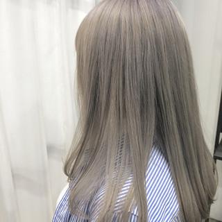 ロング イルミナカラー 透明感カラー ハイトーンカラー ヘアスタイルや髪型の写真・画像