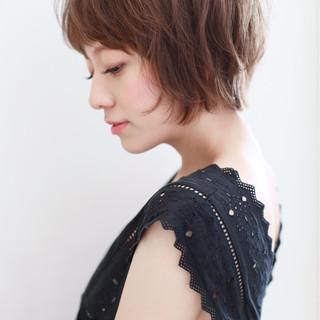 前髪あり 透明感 外ハネ ナチュラル ヘアスタイルや髪型の写真・画像