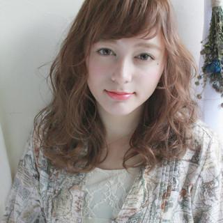 外国人風 ミディアム エレガント パーマ ヘアスタイルや髪型の写真・画像 ヘアスタイルや髪型の写真・画像