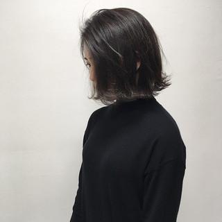 透明感カラー 外ハネボブ ナチュラル ダークグレー ヘアスタイルや髪型の写真・画像