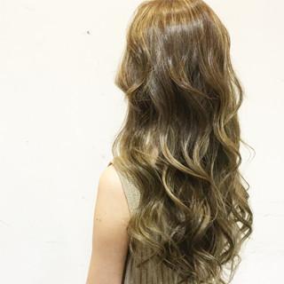 グラデーションカラー 外国人風 ベージュ ロング ヘアスタイルや髪型の写真・画像