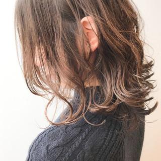 アンニュイほつれヘア イルミナカラー オフィス コンサバ ヘアスタイルや髪型の写真・画像